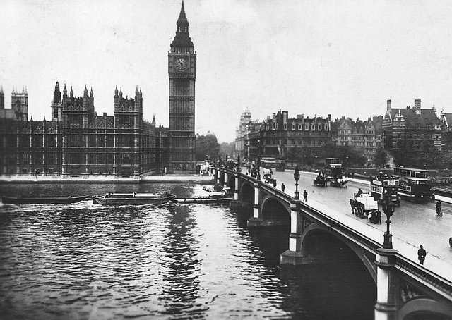 Westminster Bridge pictured here in 1928, it extends from the Houses of Parliament on the North side of the River to St. Thomas's Hospital on the Surrey side, and was built in 1869 at an approximate cost of £1,000,000. Picture: Wikimedia Commons