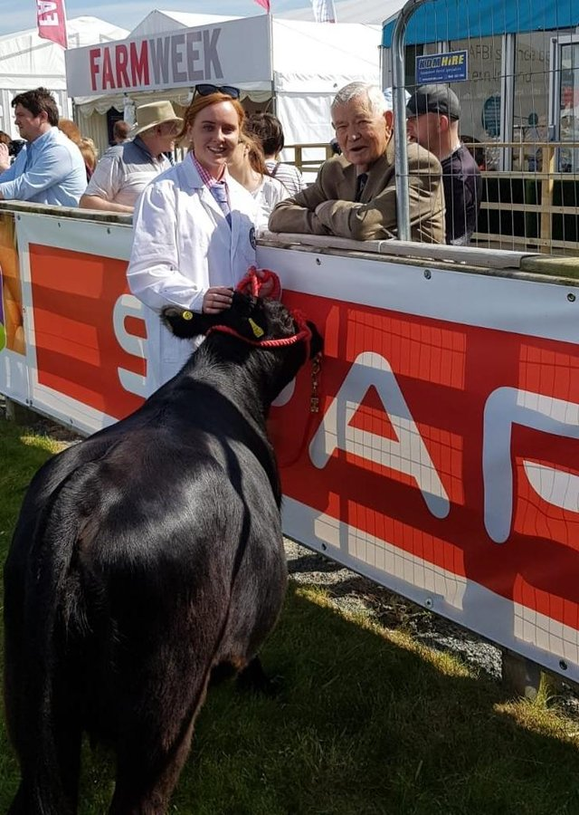 Newell Bingham chats to Hannah Alexander at Balmoral Show 2019, who is leading a Ballykeel cow