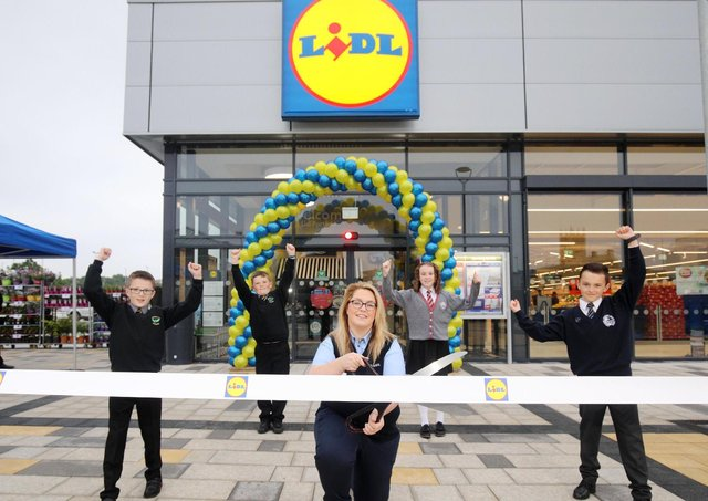 Lidl Northern Ireland has officially opened its brand-new anchor store at High Street Mall in Portadown. The new store opening injects an investment of £6 million directly into the local area, creating 20 permanent retail jobs. A further 100 jobs were also supported during the planning and construction phases. Pictured launching the new store are (L-R) Callum Burke, Edenderry Primary School; Matthew Corbett, Edenderry Primary School; Nicola Fullen, High Street Mall Store Manager at Lidl Northern Ireland; Orla McAtamney, St John the Baptist Primary School and Blaine Nelson, Portadown Integrated Primary School.