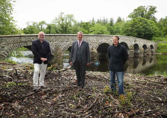 Environment Minister Edwin Poots (centre) chats to (left) Gerry Darby, Strategic Manager of Lough Neagh Partnership and (right) Shane O'Neil, Lough Neagh Partnership Director and EFS Group farmer to hear how 140 farmers have made use of his Department's Environmental Farming Scheme (EFS), which has paid out more than £15million to Northern Ireland farmers so far, for the 2020 claim year